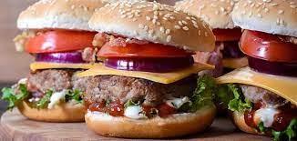 ساندوتش البرجر والسجق